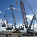 How miners use helicopters and cranes to install massive equipment [pictures]