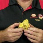Lucky Queensland man discovers one kilogram gold nugget